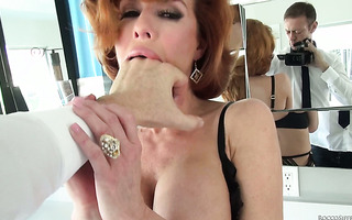 Ruthless fingering for hungry holes of curvy redhead MILF Veronica Avluv
