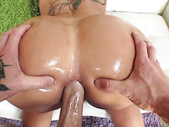 MILF Ryan Conner takes a dick deep in her luxurious ass and pussy