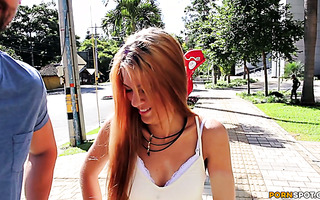 Colombian amateur Alice got picked up in the street and fucked