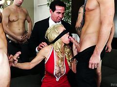 Милфа дает куколду в жопу после дикой групповухи с четырьмя парнями