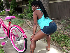 A real G picks up phat ass ebony girl Simone and gives her the D