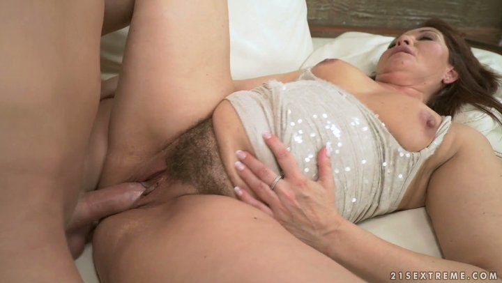 College guy enjoys mature hairy cunt of fat cellulite Euro granny Red Mary