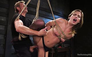 Vollpaket Sarah Jessie genießt brutalen BDSM-Fick