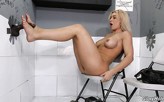 Voluptuous Spanish hoe Ash Lee gets a taste of BBC in crappy gloryhole room