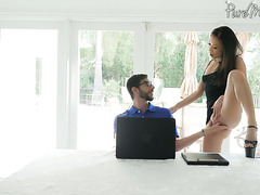 Asian cougar Kalina Ryu seduces hunky computer nerd