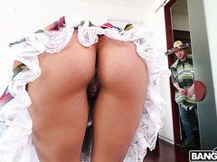 Cuban stepmom Luna Star tempts stepson with her big booty