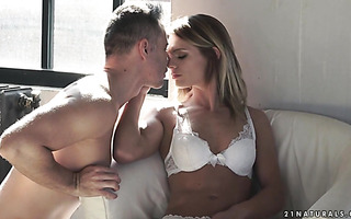 Romantic babe Lara West makes love early in the morning