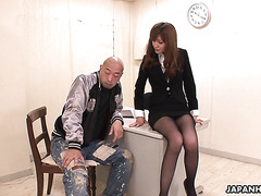 Detective Yui Igawa interrogates criminal with her hairy pussy