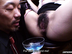 Curvy Asian bartender Aoi Mochida services client with hairy cunt