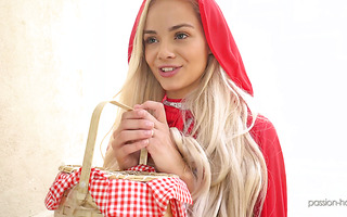 Little Red Riding Hood Elsa Jean works on a beefy cock
