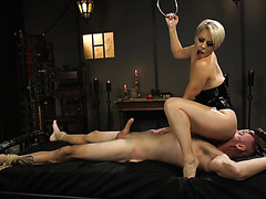 Mistress Helena Locke treats slave to handjob for eating her ass