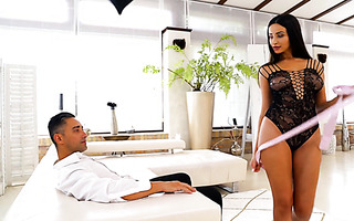 Dreamy Alyssia Kent takes it on her big boobs after amazing sex
