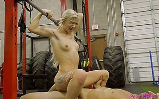 Petite and fit Kenzie Reeves deepthroats and fucks in GYM