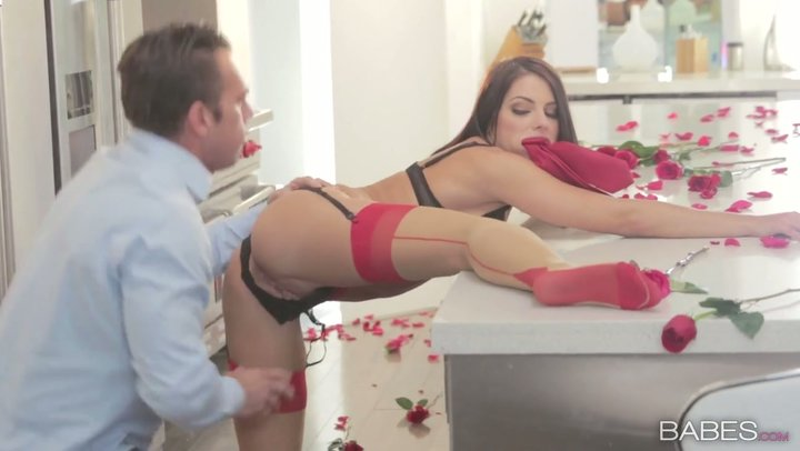 Housewife Adriana Chechik seduces her hubby in kitchen