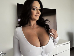 Busty estate mom Ava Addams seals the deal with creampies