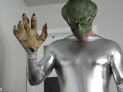PAWG Bella Rolland makes first anal contact with alien