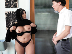 Cheating MUSLIM WIFE Kylie Kingston gets fucked by next door boy