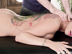 Romi Rain's voluptuous tattooed body destroyed by masseur