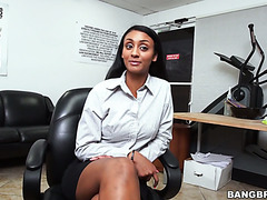 Lucky office girl Arianna Knight having sex with donuts deliveryman
