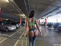 Skanky Franceska Jaimes having sex at a parking lot with a stranger