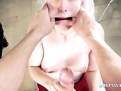 Он ебет Лиз Рэйнбоу в обе щели перед тем как заполнить ее рот спермой