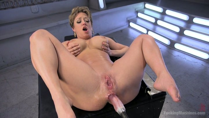 Bbw cumming hard with fucking machine