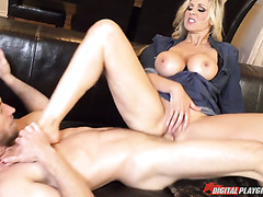 Bombshell mature Julia Ann is having savage fuck with horny dude