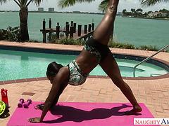 Flexible and curvy ebony Diamond Jackson bounces on a White dick