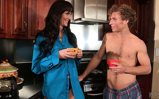 MILF Bianca Breeze takes her chance and fucks a guy in a kitchen