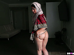 Third wife of Pakistani immigrant Nadia Ali cheats with fat American cock