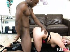 Bootylicious Kaz B fucks her black lover cause her hubby is busy